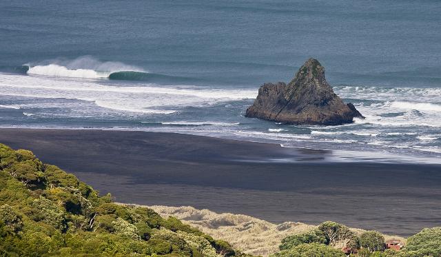 Karekare surf